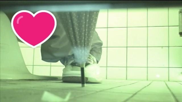 体育館トイレ潜入手撮り 前アングル 暗視編