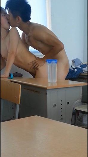 台湾学生カップル放課後の教室でのハメ撮り